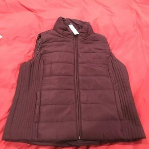 NY and Co Burgundy puffer vest women Large NWT